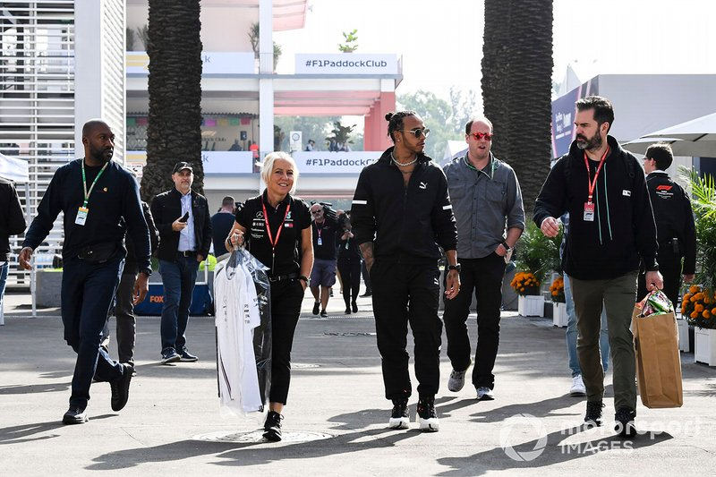Lewis Hamilton, Mercedes AMG F1 and Angela Cullen, Physio for Lewis Hamilton