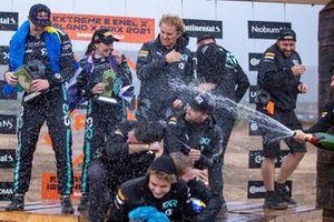 Molly Taylor, Johan Kristoffersson, Rosberg X Racing Nico Rosberg, fundador y director general de Rosberg X Racing y el equipo celebran la primera posición,