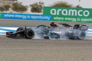 Valtteri Bottas, Mercedes F1 W11, locks up
