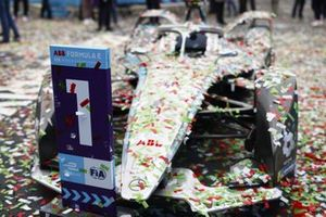 The Stoffel Vandoorne, Mercedes-Benz EQ EQ Silver Arrow 02 covered in confetti in parc ferme