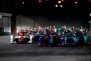 Start der Formel E 2021 in Riad: Robin Frijns, Envision Virgin Racing, Audi e-tron FE07, führt