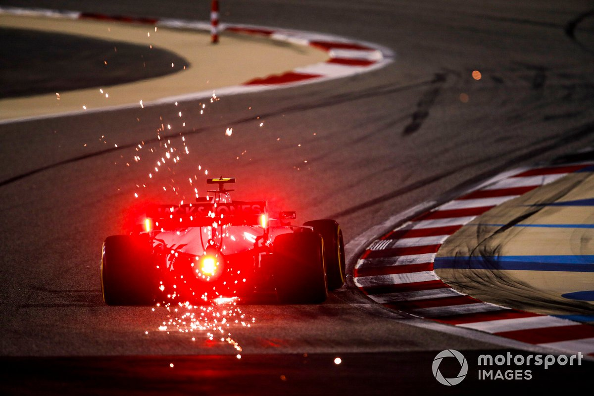 Scintille generate dall'auto di Kevin Magnussen, Haas VF-20