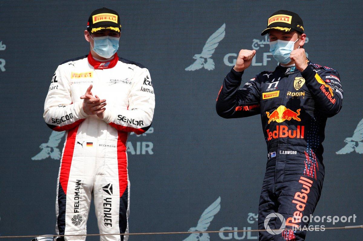 Podio: David Beckmann, Charouz Racing System, 3ª posición, aplaude mientras Liam Lawson, Hitech Grand Prix, 1ª posición