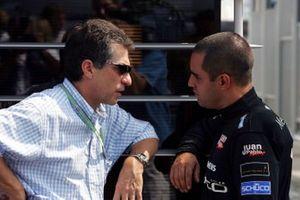 Julian Jakobi, CSS Stellar Management talks with Juan Pablo Montoya, McLaren