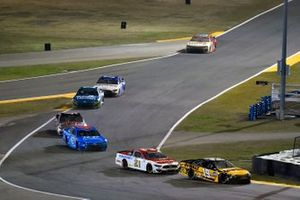 Martin Truex Jr., Joe Gibbs Racing, Toyota Camry DeWalt and Matt DiBenedetto, Wood Brothers Racing, Ford Mustang Motorcraft/Quick Lane