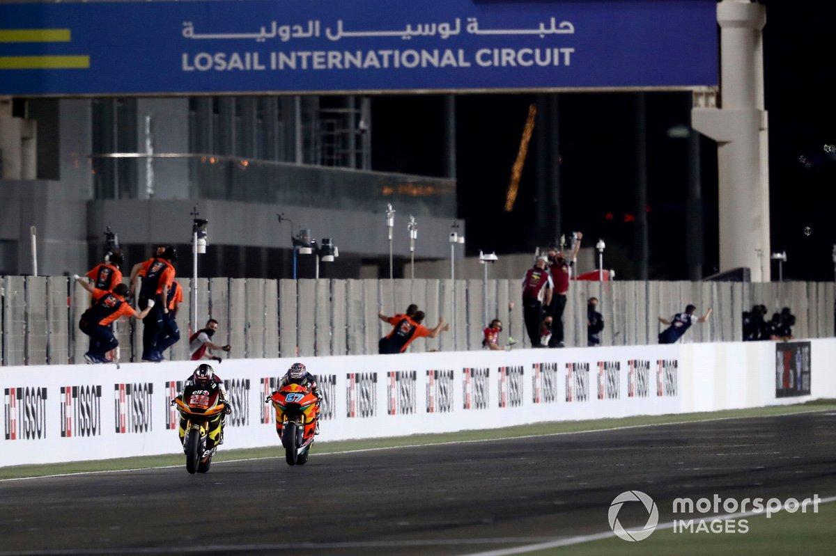 Ganador Sam Lowes, Marc VDS Racing Team cruza la meta