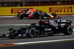 Valtteri Bottas, Mercedes W12, Sergio Perez, Red Bull Racing RB16B
