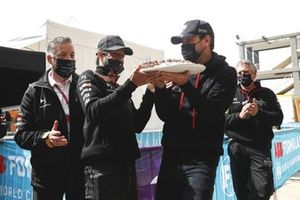 Jean-Eric Vergne, DS Techeetah being presented with his birthday cake by Antonio Felix Da Costa, DS Techeetah
