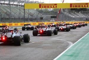 Los pilotos se alinean para la salida