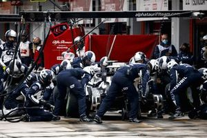 Pierre Gasly, AlphaTauri AT02, makes a pit stop