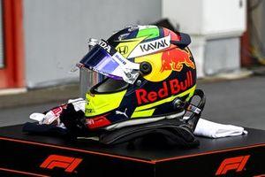 Casco de Sergio Pérez, Red Bull Racing en Parc Ferme