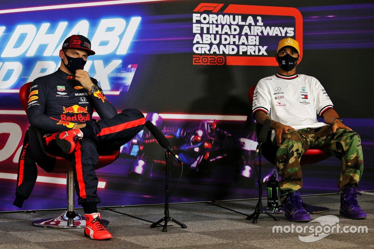 Il Pole man Max Verstappen, Red Bull Racing, e Lewis Hamilton, Mercedes-AMG F1, nella conferenza stampa dopo le Qualifiche