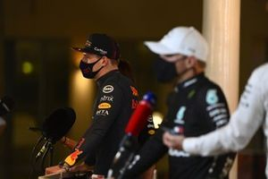 Le poleman Max Verstappen, Red Bull Racing, est interviewé après les qualifications
