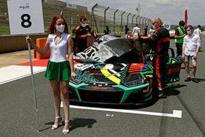 Grid girl di #31 Audi Sport Team WRT Audi R8 LMS GT3: Markus Winkelhock, Kelvin van der Linde, Dries Vanthoor
