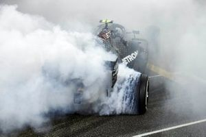 Valtteri Bottas, Mercedes F1 W11, 2nd position, performs some celebratory donuts at the end of the race