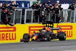 Race Winner Max Verstappen, Red Bull Racing RB16B crosses the finish line
