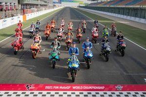 Gruppenfoto: Alle Piloten und Bikes für die MotoGP-Saison 2021