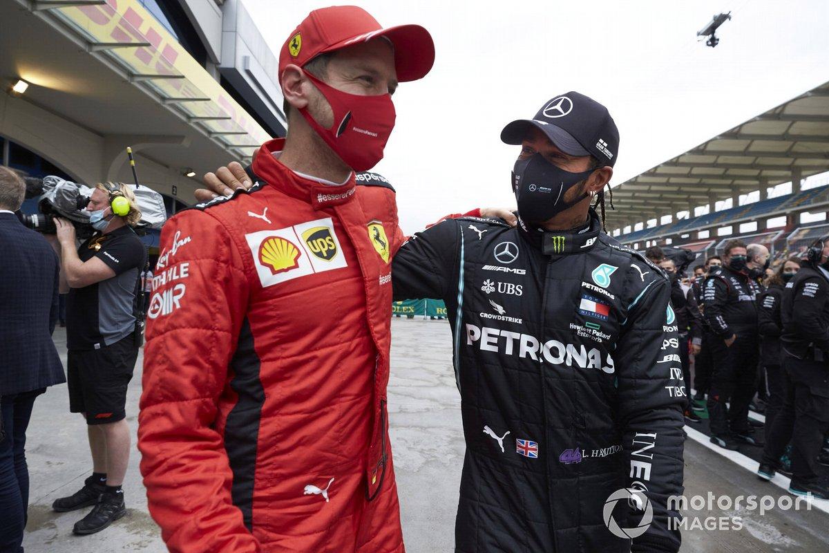 Sebastian Vettel, Ferrari, y Lewis Hamilton, Mercedes-AMG F1