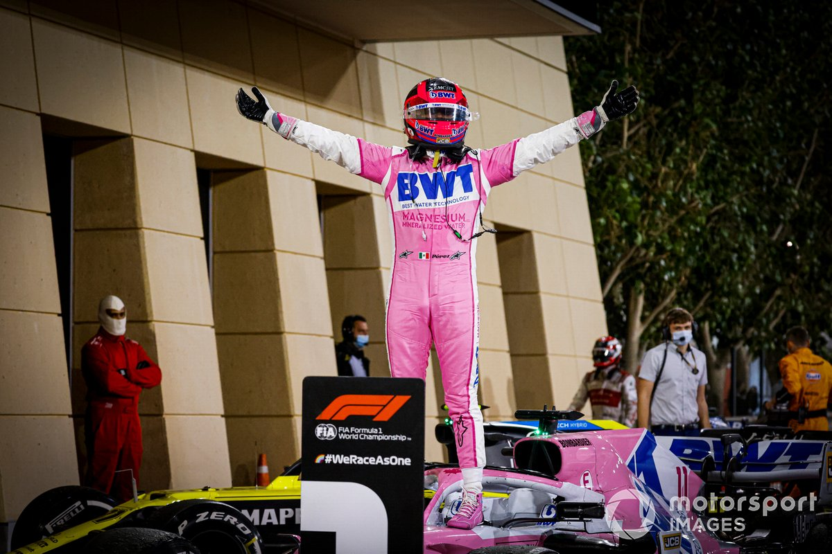 Sergio Perez, Racing Point, primo classificato, festeggia al Parc Ferme