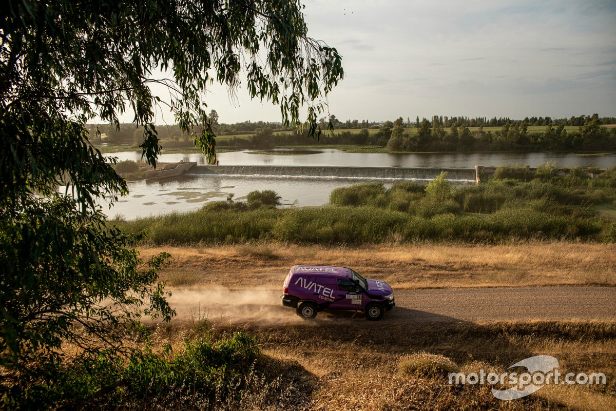 Mónica Plaza, David Nadal, Toyota Land Cruiser 200