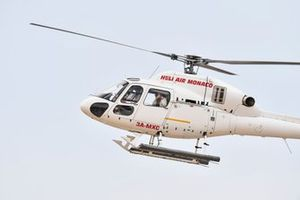 Un Airbus Helicopters AS355 Ecureuil 2 atterra sul circuito