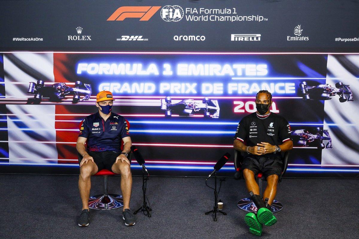 Max Verstappen, Red Bull Racing, Lewis Hamilton, Mercedes en la conferencia de prensa