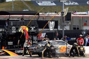 Noah Gragson, JR Motorsports, Chevrolet Camaro Bass Pros Shops/TrueTimber/BRCC pit stop