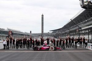Helio Castroneves, Meyer Shank Racing Honda and guests