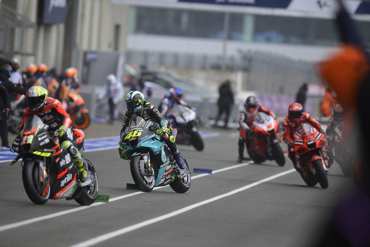Valentino Rossi, Petronas Yamaha SRT, cambio de moto
