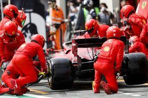 Carlos Sainz Jr., Ferrari SF21, makes a stop