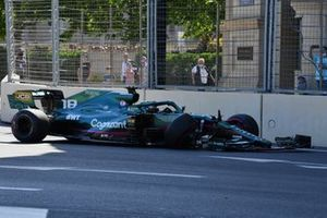 Lance Stroll, Aston Martin AMR21, crashes out of Qualifying