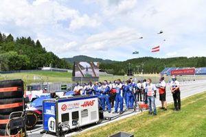 Haas F1 mechanics on the grid