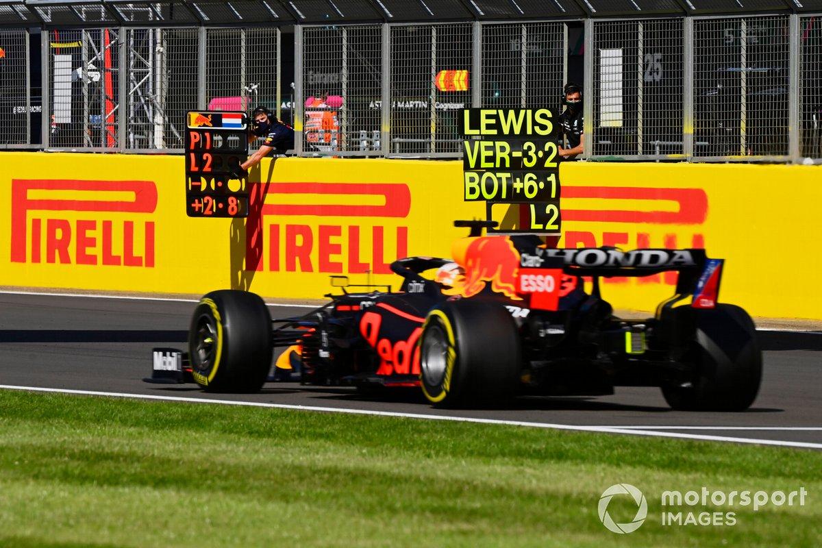 Max Verstappen, Red Bull Racing RB16B, pit board