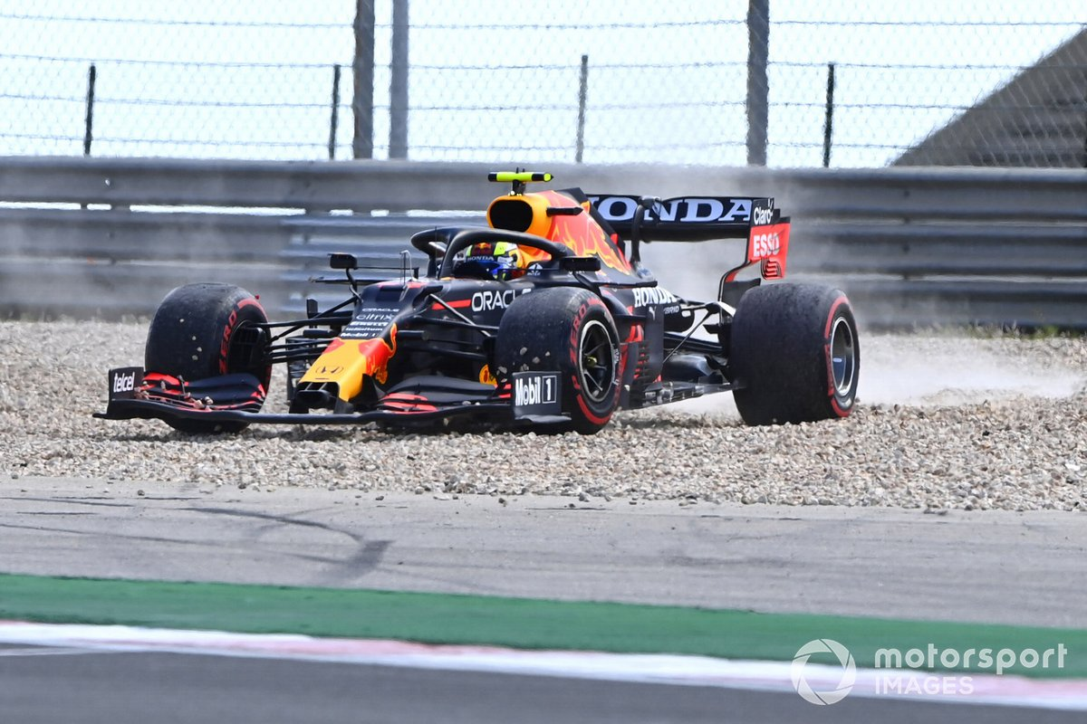Sergio Pérez, Red Bull Racing RB16B se despista