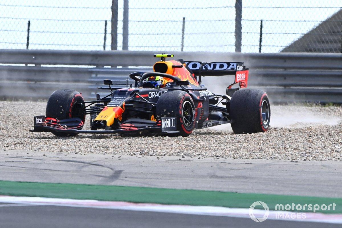 Sergio Pérez, Red Bull Racing RB16B se despista
