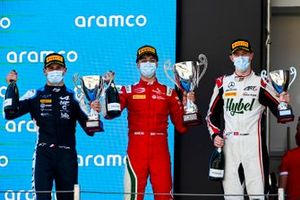 Podio: Victor Martins, MP Motorsport, Olli Caldwell, Prema Racing, Frederik Vesti, ART Grand Prix