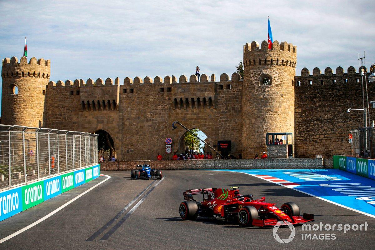 Carlos Sainz Jr., Ferrari SF21, Fernando Alonso, Alpine A521
