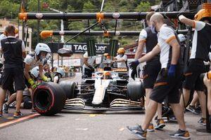 Daniel Ricciardo, McLaren MCL35M en pits