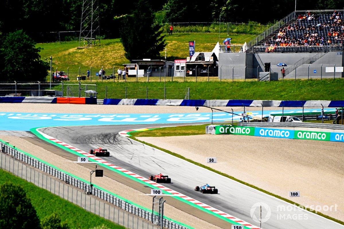 Carlos Sainz Jr., Ferrari SF21, Charles Leclerc, Ferrari SF21, Fernando Alonso, Alpine A521