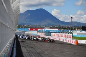Start der Formel E 2021 in Puebla: Oliver Rowland, Nissan e.Dams, Nissan IMO2, führt
