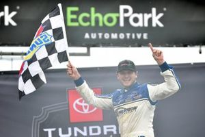 Race winner Todd Gilliland, Front Row Motorsports, Ford F-150 Crosley Brands