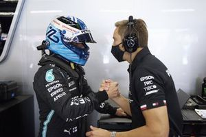 Valtteri Bottas, Mercedes, with his engineer