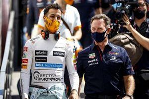 Daniel Ricciardo, McLaren, con Christian Horner, Team Principal, Red Bull Racing