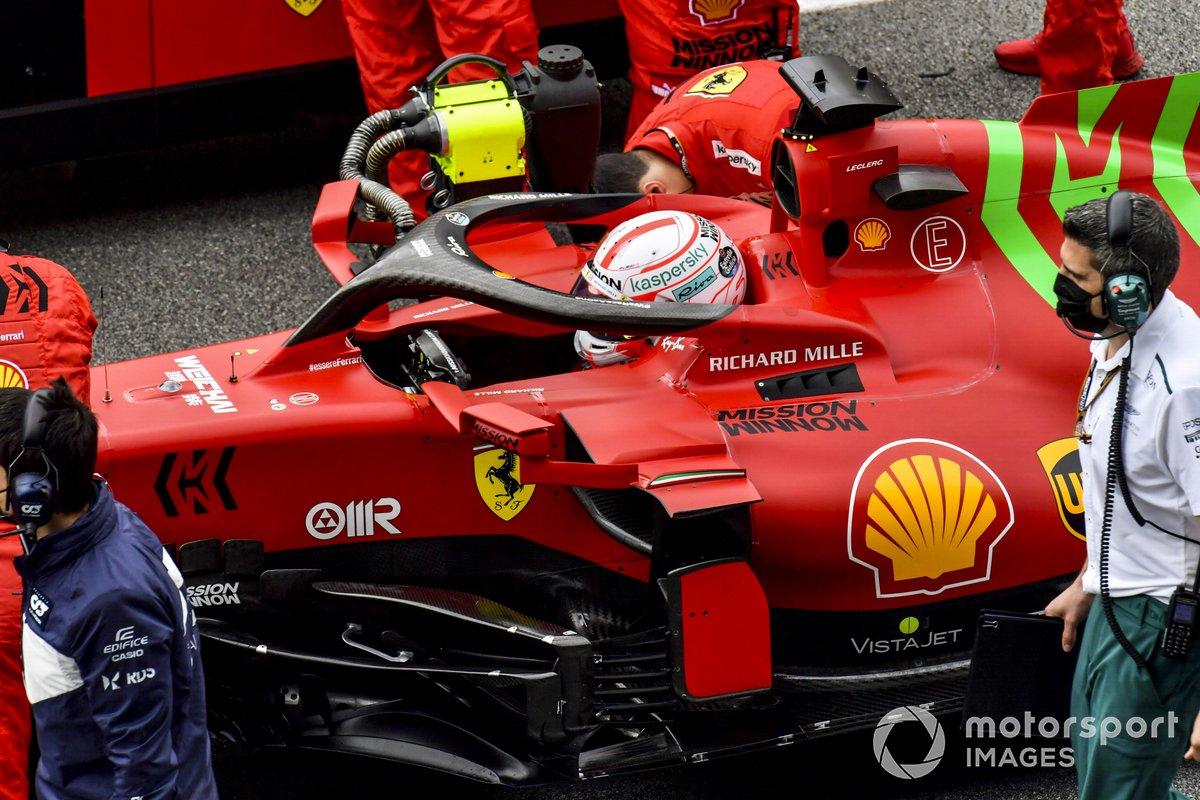 Charles Leclerc, Ferrari SF21, en la parrilla