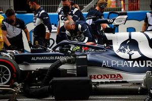 Pierre Gasly, AlphaTauri AT02, on the grid