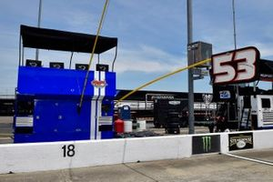 J.J. Yeley, Rick Ware Racing, Ford Mustang Fat Boy Ice Cream pit stall