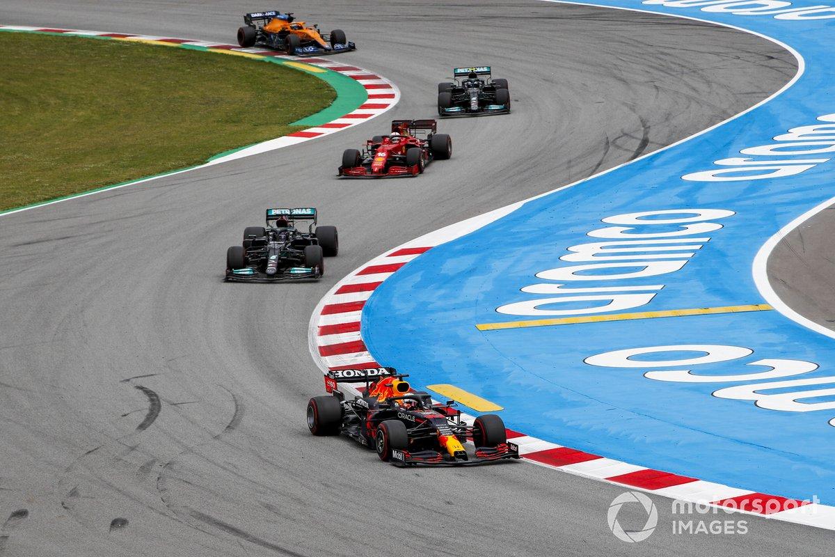Max Verstappen, Red Bull Racing RB16B, Lewis Hamilton, Mercedes W12, Charles Leclerc, Ferrari SF21, e Valtteri Bottas, Mercedes W12