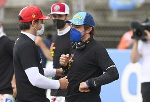Carlos Sainz Jr., Ferrari, and Fernando Alonso, Alpine F1, on the grid