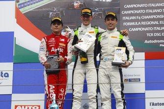Podio: carrera 1 ganador David Schumacher , segundo Enzo Fittipaldi y tercero Marcos Siebert