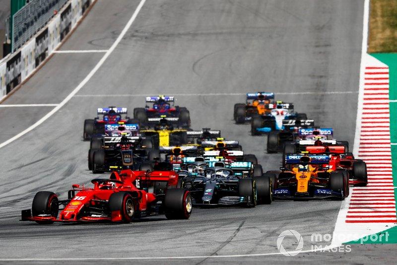 Charles Leclerc, Ferrari SF90 precede Valtteri Bottas, Mercedes AMG W10, Lewis Hamilton, Mercedes AMG F1 W10 e Lando Norris, McLaren MCL34, alla partenza della gara